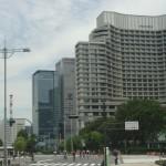 パレスサイクリングの様子 後方白い建物はパレスホテル東京