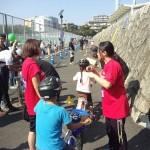 子供達を指導する加藤選手と沖選手