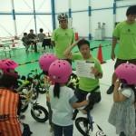 子どもはヘルメットをかぶりましょう