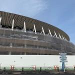 会場に隣接する新国立競技場。写真右奥にはドコモタワーが見えます